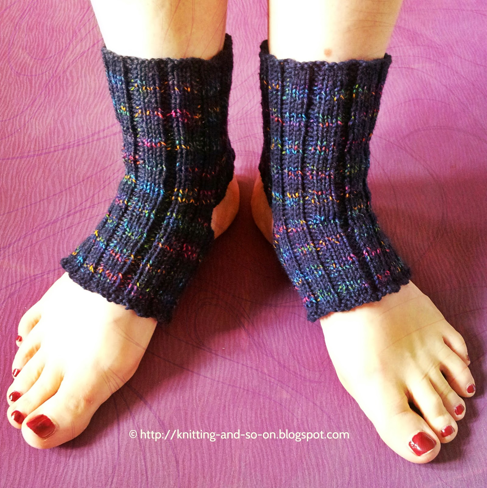 Yoga socks variations, free knitting pattern