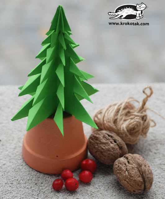 MINI CHRISTMAS TREE CRAFT for Kids - Origami | My Indian Version