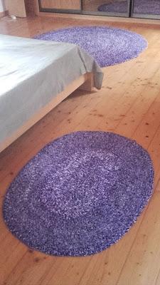 dywanik ze szmatek na szydełku