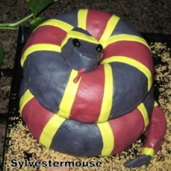 https://cookingfortheholidays.com/decorate-snake-cake/