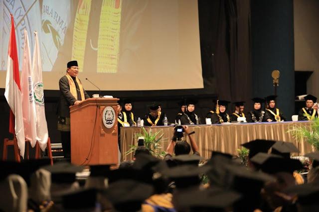 Di Hadapan Mahasiswa STIKES, Prabowo Cerita Sosok Ibunya Seorang Perawat