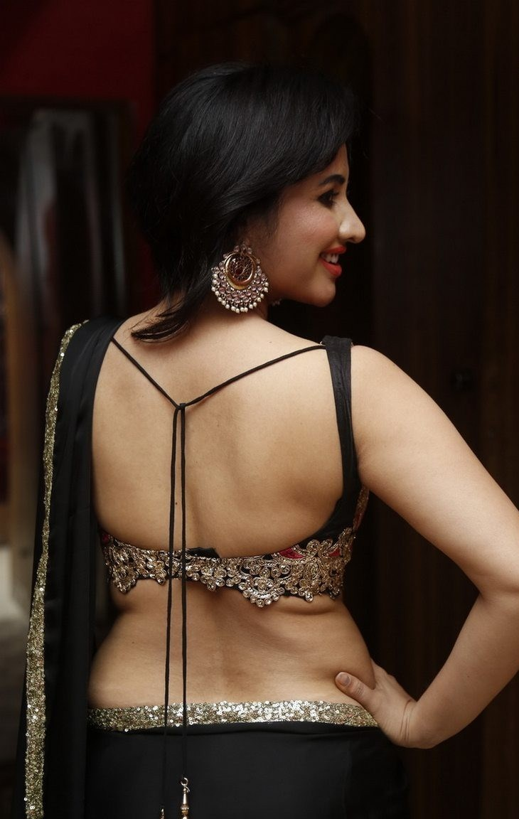 Final, sorry, Tamil auntys saree cleavage are mistaken