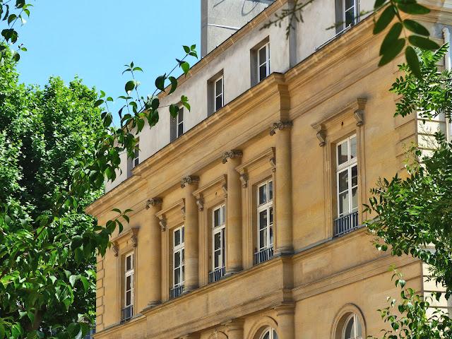Le château Violet, du nom de son créateur qui dessina le quartier du Beau Grenelle, aujourd'hui caserne de pompiers