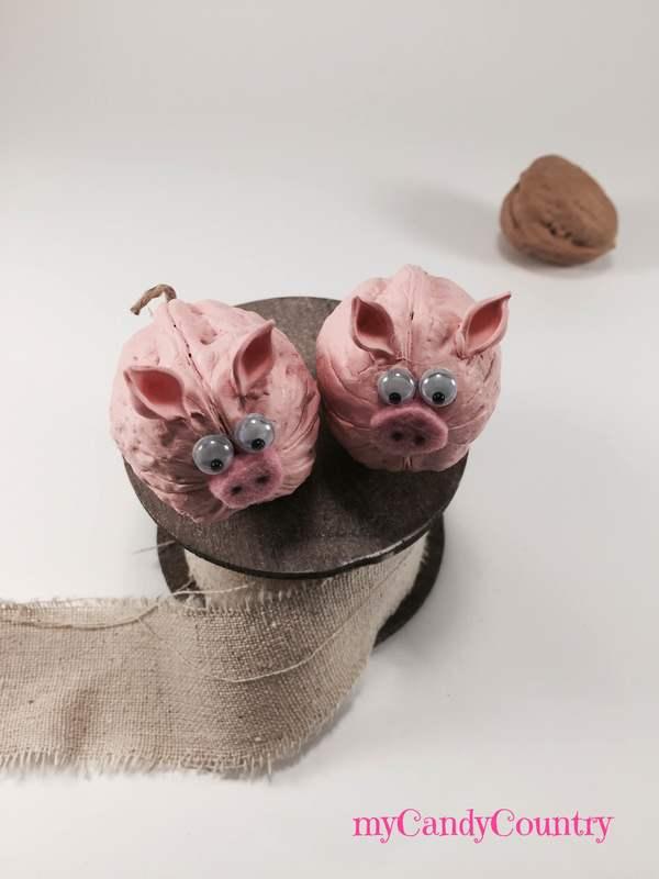 Simpatici porcellini fai-da-te riciclando gusci di noce