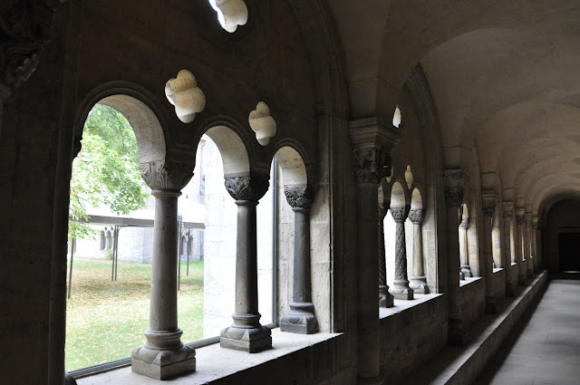 Romański kościół w Königslutter am Elm -  krużganki