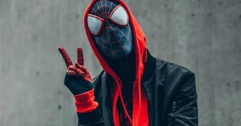 Spider-Man Into The Spider-Verse Cosplay : 2018年公開アニメ映画のベストワンと言われる「スパイダーマン : イントゥ・ザ・スパイダーバース」を実写にすると、こんな感じ ? ! のコスプレ ! !