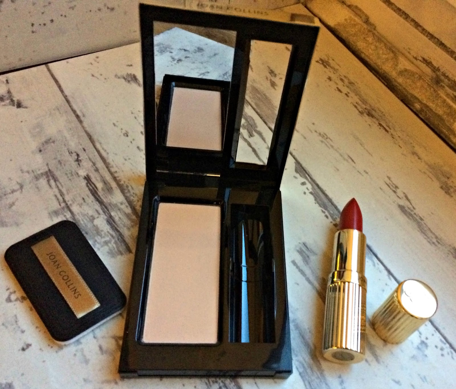 Joan Collins Paparazzi Compact with Divine Lipstick in shade Helene