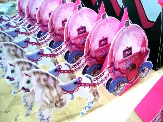 enfeite de mesa carruagem barbie