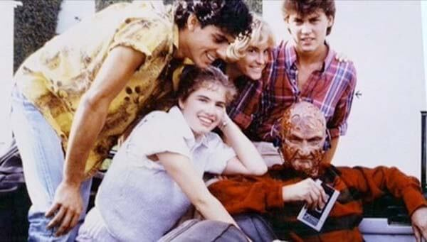 60 Iconic Behind-The-Scenes Pictures Of Actors That Underline The Difference Between Movies And Reality - Freddy Kruger relaxing with his victims before killing them.