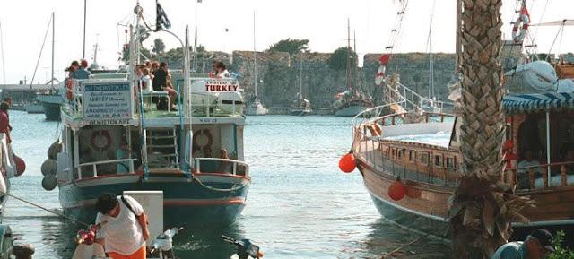 Κύκλωμα Τούρκων πλαστογράφων διακινητών είχε σφραγίδες ακόμη και της ΓΑΔΑ