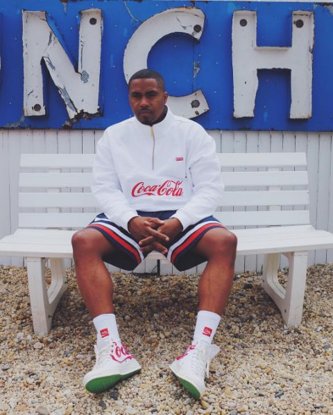Moda tumblr: t-shirts com logos da Coca-Cola e Pepsi são o trend que estamos amando