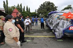 Pemprov Papua Serahkan Bansos Bagi Warakawuri Dan Tenaga Medis