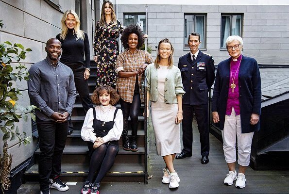 Princess Sofia of Sweden has joined the jury for the Swedish Heroes this year. Floral-print silk crepe de chine belted midi shirt dress