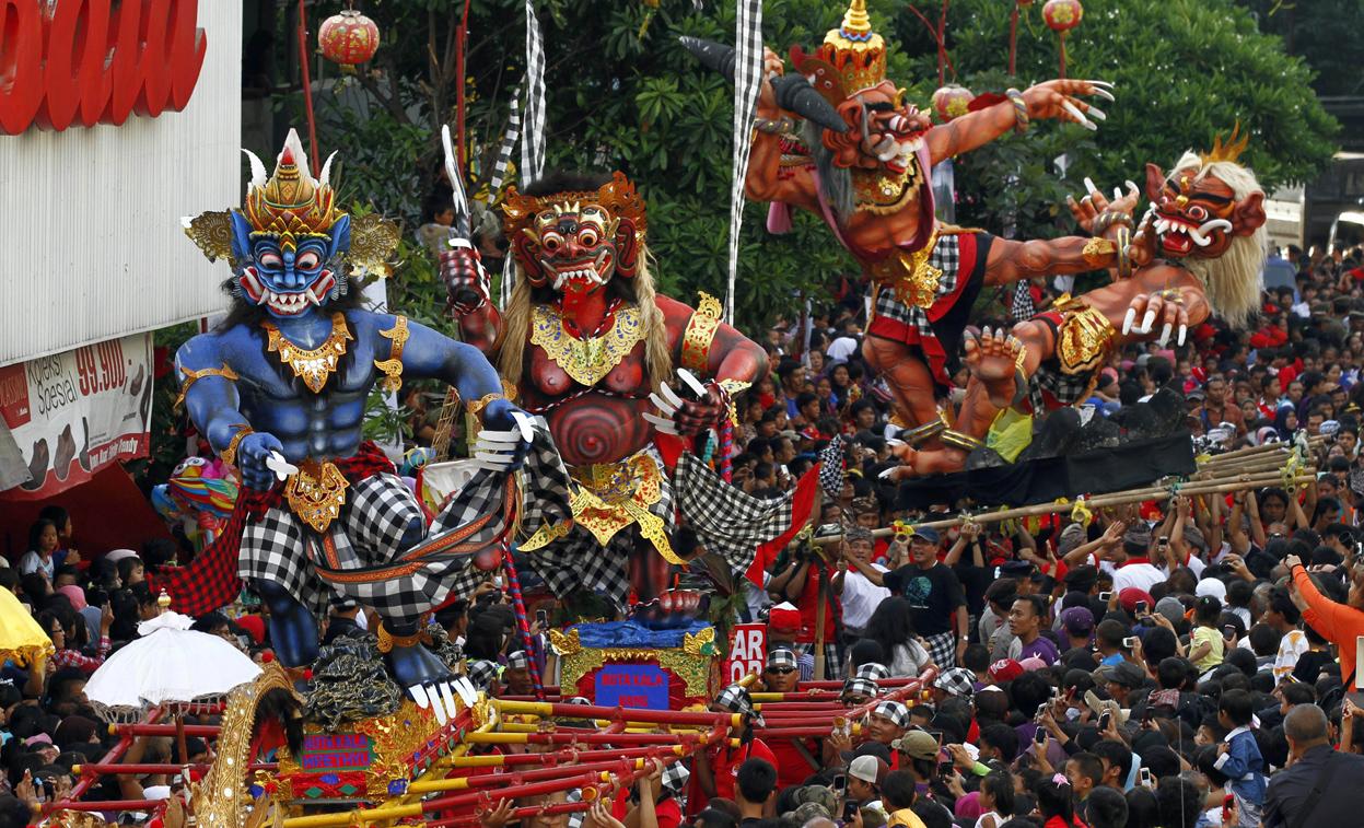 """Image result for مهرجان """"الأرز"""" في اندونيسيا"""
