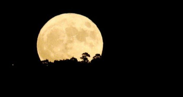 """الجهوية 24 -سكان الأرض على موعد استثنائي مع ظاهرة """"القمر العملاق"""""""
