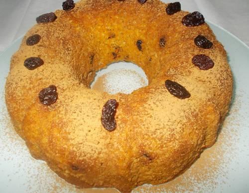 Receita de bolo integral de aveia com cenoura e uvas passas