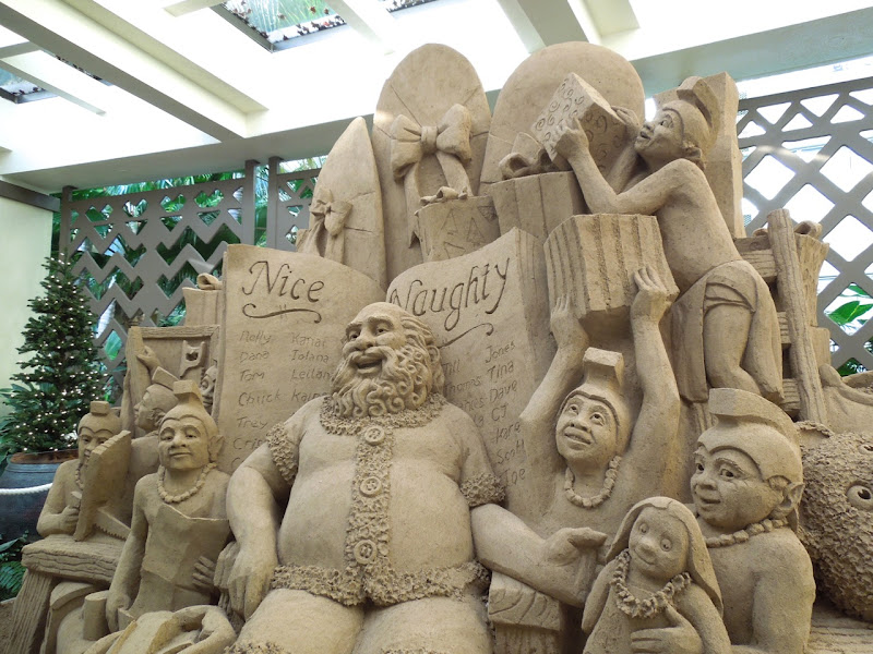 Hawaiian Sand Santa sculpture
