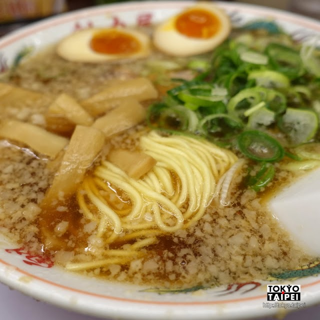 【魁力屋】來自京都的背脂醬油拉麵 湯頭濃而不膩很經典