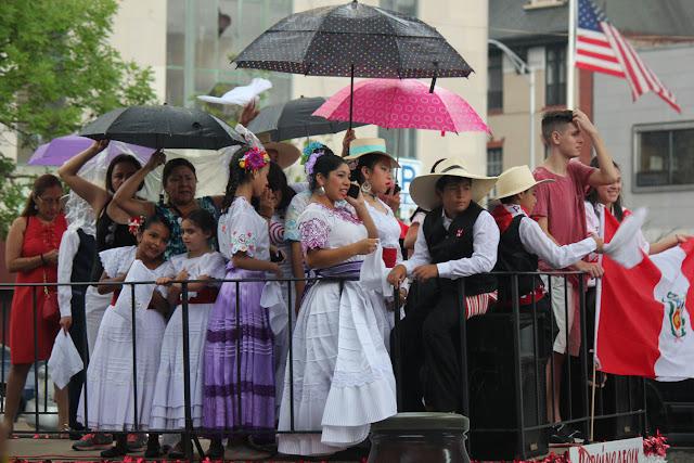 grupo de danza folclorica tradicional peruana en el desfile peruano de New Jersey 2016