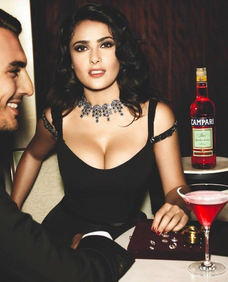Горячая Сальма Хайек для календаря Campari