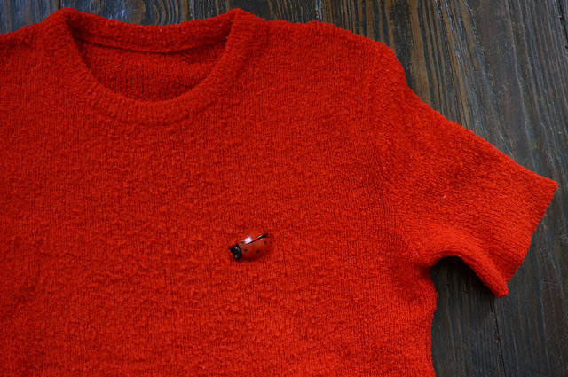 70s vintage knit top ladybug brooch pull années 70 broche coccinelle