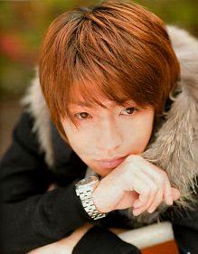 Foto de Masaki Aiba pelirojo