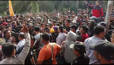 Demo Ricuh dan Memanas, PSHT Desak PT SKU Bebaskan Dua Rekannya