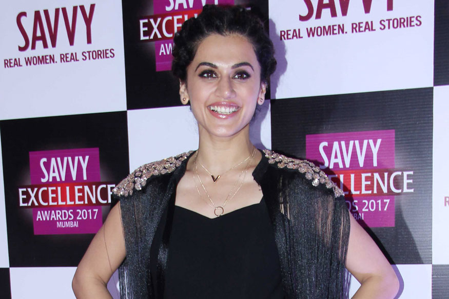 Taapsee Pannu, Daisy Shah at Savvy Excellence Awards 2017 Stills