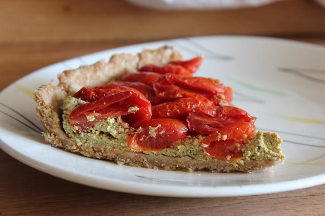 https://cuillereetsaladier.blogspot.com/2017/06/tarte-la-tomate-et-au-pesto.html