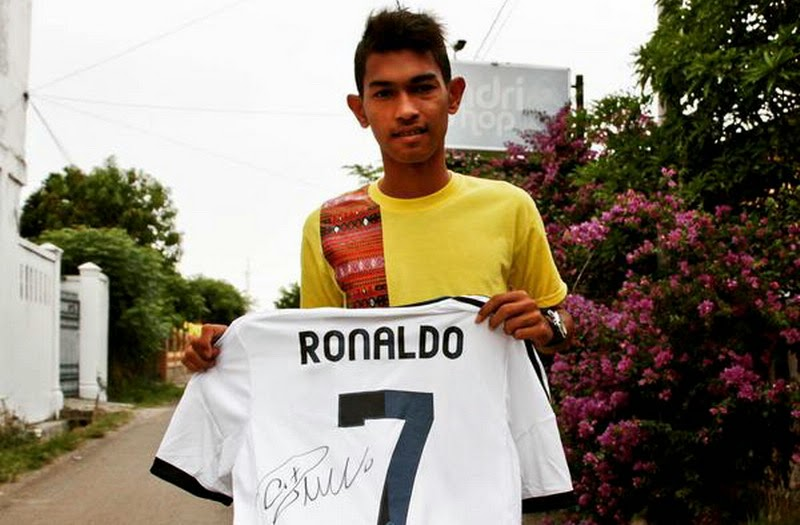 Ronaldo Posting Foto Martunis di Twitter Resminya.