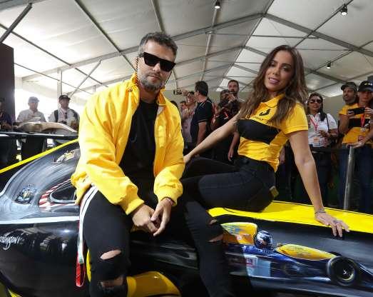 5e629f998 Anitta, e Bruno Gagliasso conferiram o Grande Prêmio do Brasil de Fórmula  1, em Interlagos, neste domingo, 11 de novembro de 2018. Anitta, Marina Ruy  ...