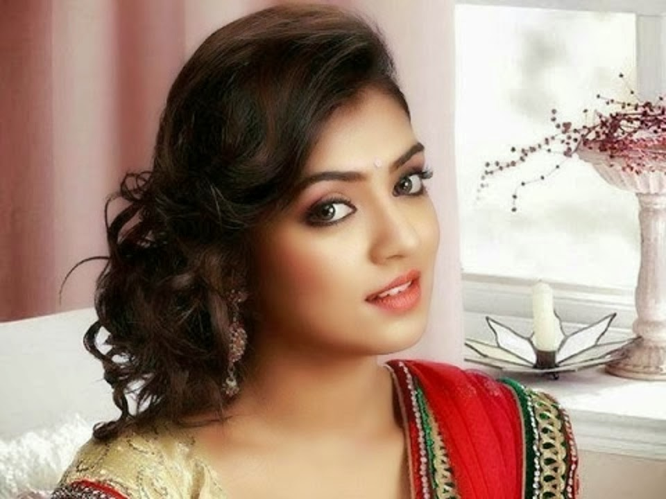 Dynamic Views Very Famous Malayalam And Tamil Films Actress Nazriya