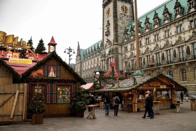 rathausplatz-amburgo-mercatini-di-natale-poracci-in-viaggio