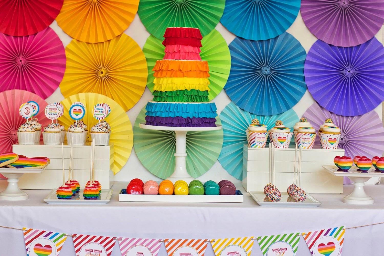 tables en f u00eate  une d u00e9coration d u0026 39 anniversaire rainbow arc