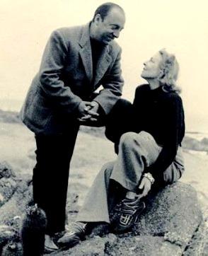 Foto de Pablo Neruda feliz junto a Matilde Urrutia