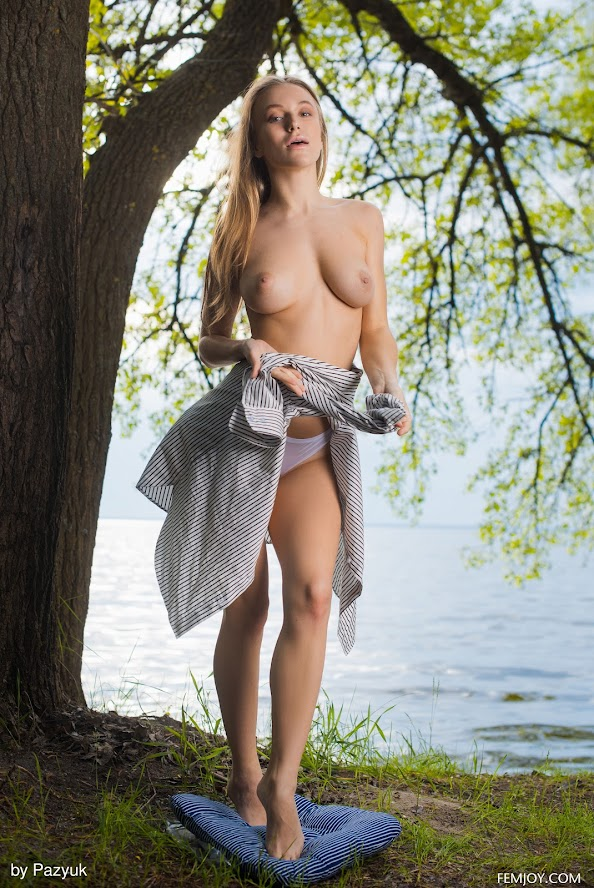 [FemJoy] Vika P - Vika By The Lake re 9954364926