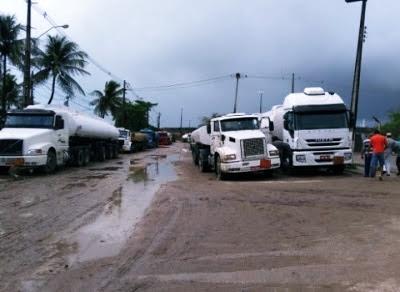 Caminhoneiros fazem protesto na BR-101 e toda a Paraíba pode ficar sem combustíveis