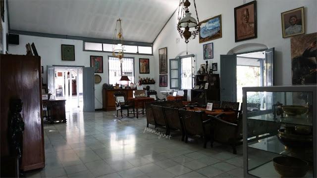 Ruang tengah dalam Istana Gebang