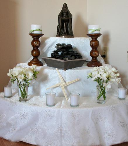 Wiccan Wedding Altar: Oakmist Grove: BRIDE'S ALTAR