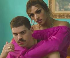 Pabllo Vittar lança clipe sensual ao lado de Mateus Carrilho