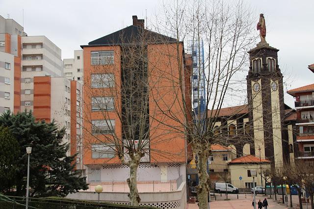 Edificio en cuyos bajos se instalará el centro de salud