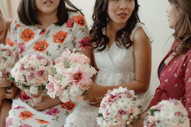 bridal and maid of honor bouquets