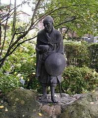 Ryokan-Sculpture : a Picture of a Statue of Ryōkan from the Ryūsen-ji (隆泉寺) temple in Nagaoka, Niigata Japan per Dready via Wikimedia Commons