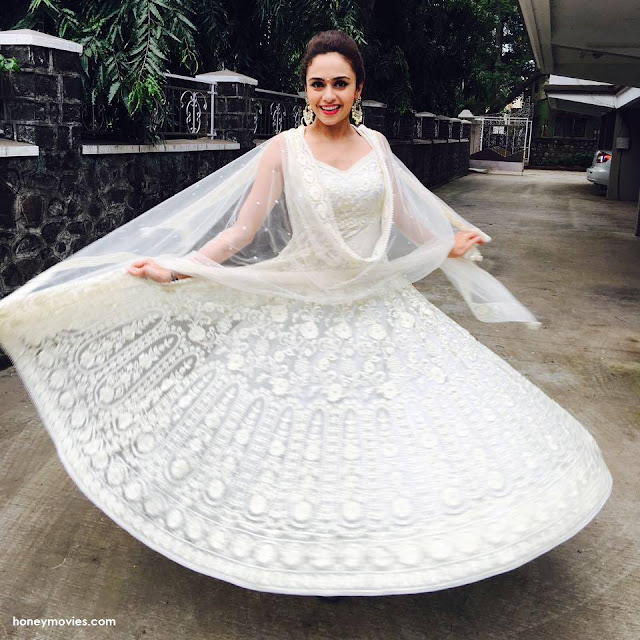 Amruta Khanvilkar Beautiful