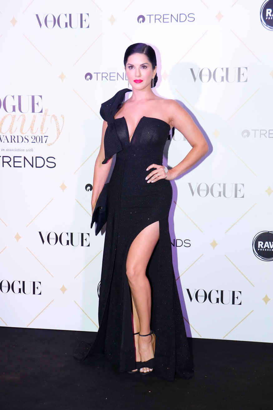 Sunny Leone Stunning Poses at The 'Vogue Beauty Awards 2017' In Mumbai
