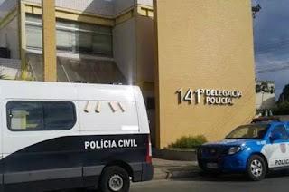http://vnoticia.com.br/noticia/1272-jovem-de-25-anos-e-preso-acusado-de-estuprar-menina-de-12-anos-em-sao-fidelis