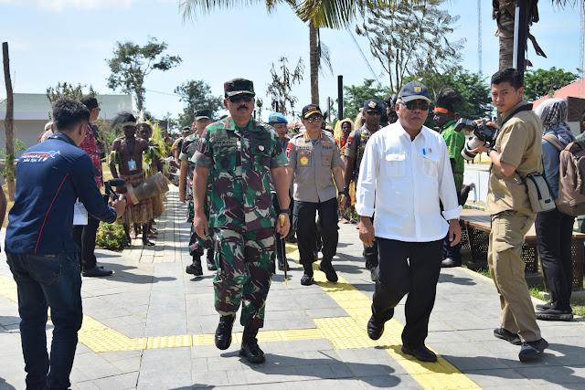 Panglima TNI Dampingi Presiden RI Resmikan Monumen Kapsul Waktu di Merauke