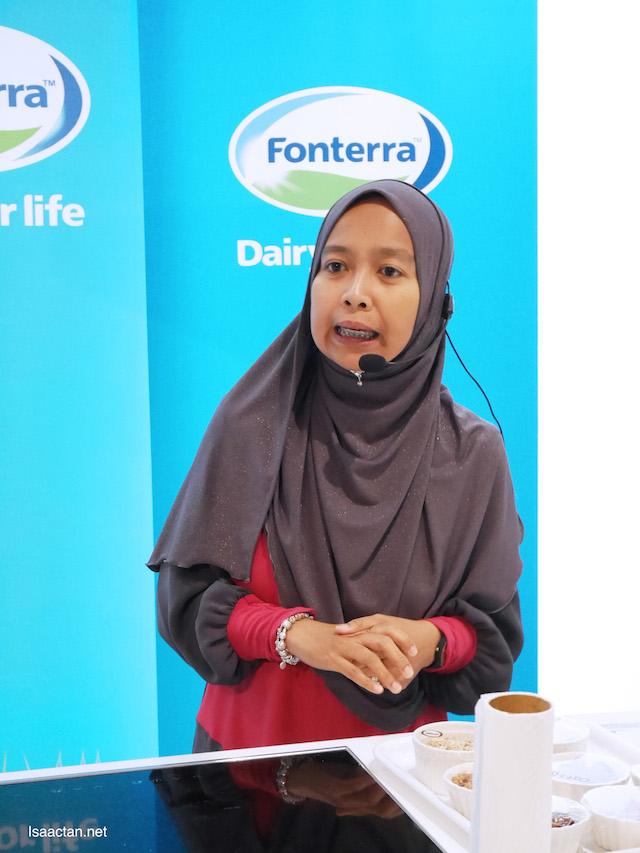 Fonterra Consultant Dietician Puan Nurul Aziah