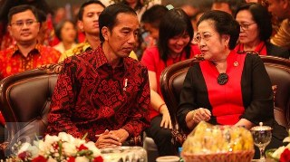 Megawati Soekarnoputri menegaskan semua kader PDI Perjuangan mendukung Pemerintahan Jokowi-JK dan tidak segan melakukan perlawanan jika ada pihak yang berani menggoyahkan Pemerintahan yang terpilih secara konstitusional