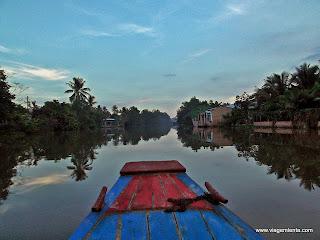 Relato da viagem à região do Delta do rio Mekong, baseada na cidade de Cantho, no sul do Vietnã; noite em uma homestay local e o mercado de Cai Rang.